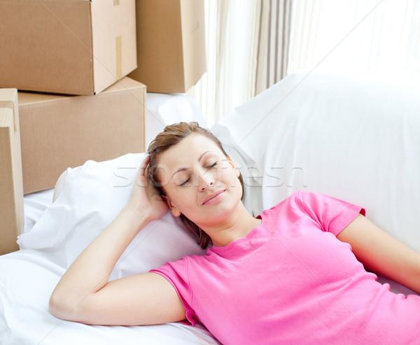 Foto d'archivio: Dormire · donna · rilassante · divano · scatole · home