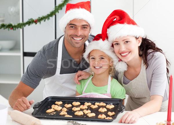 Glücklich Frau Ehemann Tochter Kekse bereit Stock foto © wavebreak_media