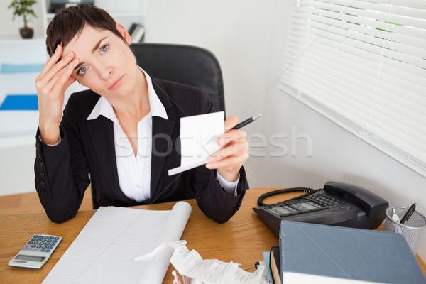 Femenino contador oficina mujer papel sonrisa Foto stock © wavebreak_media