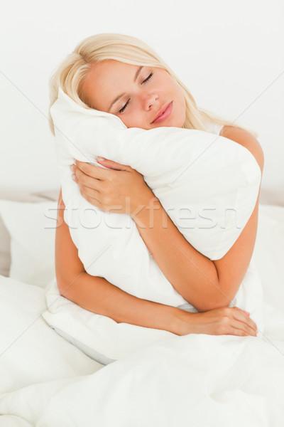 Szőke nő tart párna hálószoba ház arc Stock fotó © wavebreak_media