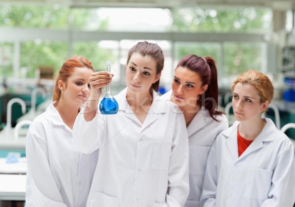 Sevimli bilim Öğrenciler bakıyor laboratuvar Stok fotoğraf © wavebreak_media