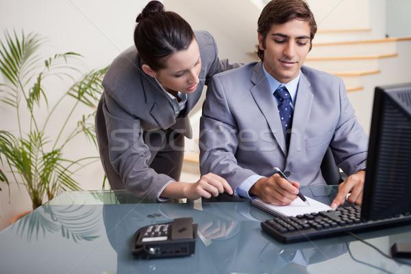 Stock fotó: Fiatal · üzletember · jegyzetel · kolléga · számítógép · csoport