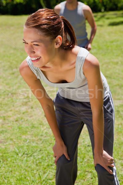 Nő mosolyog görbület férfi sétál zárt mögött Stock fotó © wavebreak_media