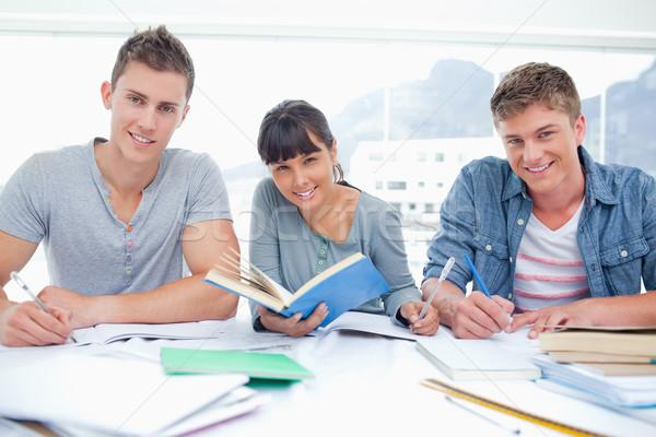 Trois souriant élèves devoirs ensemble tous Photo stock © wavebreak_media