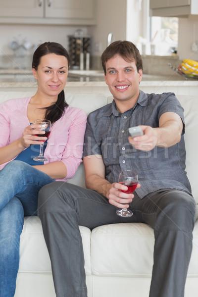Kettő fiatalok ül nappali tv nézés férfi Stock fotó © wavebreak_media
