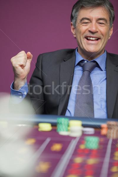 Uomo seduta tavola casino vincente roulette Foto d'archivio © wavebreak_media