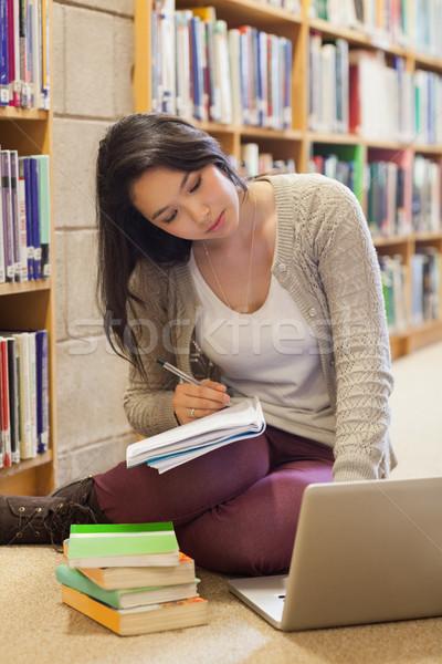 öğrenci çalışma kütüphane zemin kitaplık Stok fotoğraf © wavebreak_media