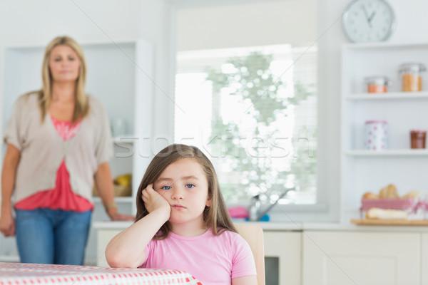 Bambino seduta tavolo da cucina guardando arrabbiato madre Foto d'archivio © wavebreak_media