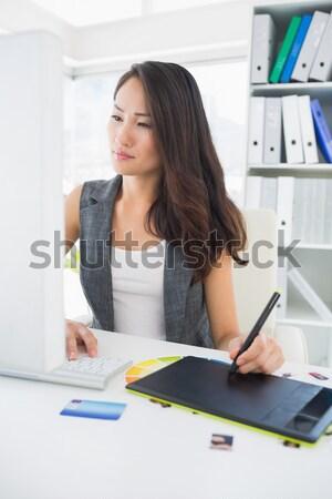 Konsantre gündelik fotoğraf editör grafik tablet Stok fotoğraf © wavebreak_media