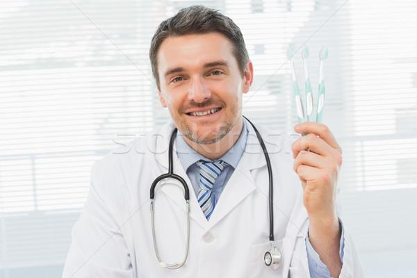 Lächelnd Arzt halten Büro Porträt Mann Stock foto © wavebreak_media