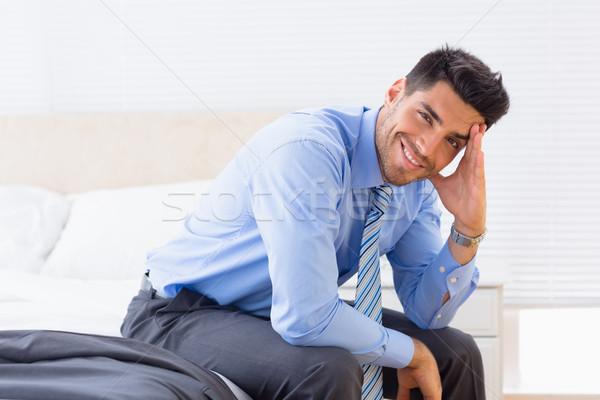 бизнесмен сидят край кровать глядя Сток-фото © wavebreak_media