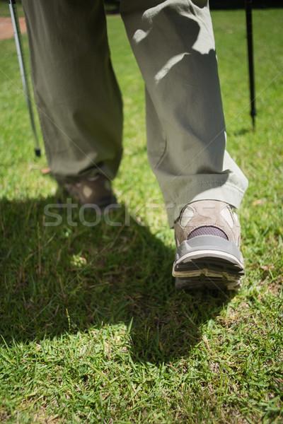 Pieds randonnée bottes marche herbe Photo stock © wavebreak_media