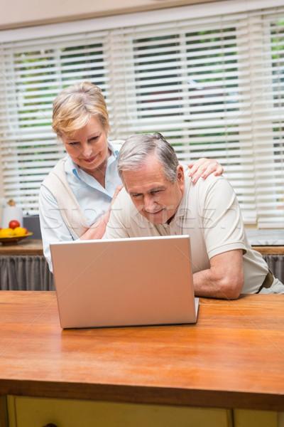 Met behulp van laptop samen home keuken computer Stockfoto © wavebreak_media