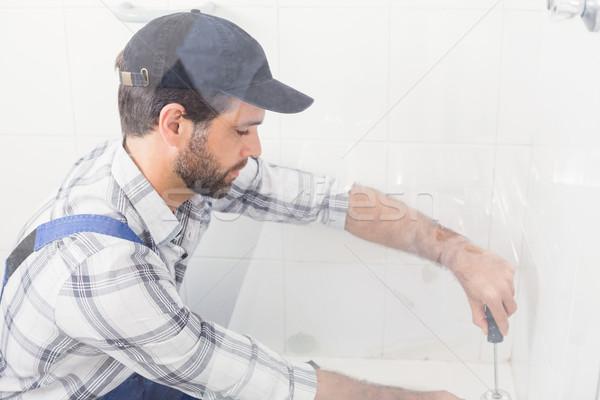 Ezermester megjavít wc csavarhúzó fürdőszoba férfi Stock fotó © wavebreak_media
