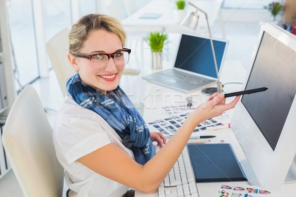 Vonzó fotó szerkesztő mutat képernyő iroda Stock fotó © wavebreak_media
