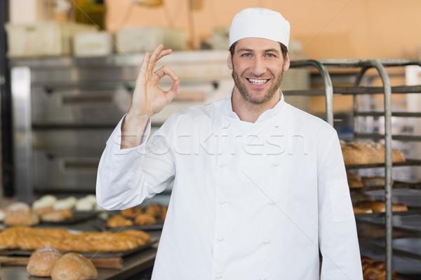 Sonriendo Baker mirando cámara cocina panadería Foto stock © wavebreak_media