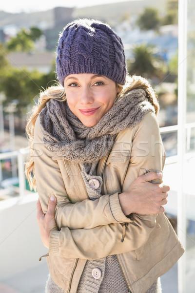 Frío caliente ropa mirando cámara Foto stock © wavebreak_media