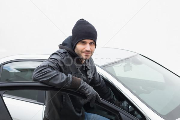 Samochodu złodziej patrząc kamery drzwi hat Zdjęcia stock © wavebreak_media
