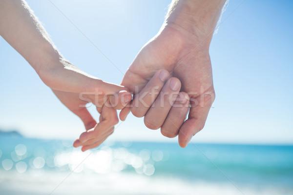 пару стороны пляж женщину человека , держась за руки Сток-фото © wavebreak_media