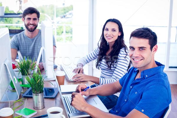 Yaratıcı iş adamları dizüstü bilgisayar kullanıyorsanız toplantı ofis kadın Stok fotoğraf © wavebreak_media