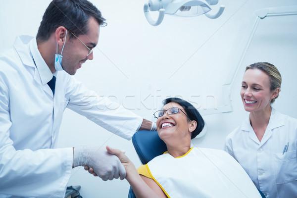 Stockfoto: Mannelijke · tandarts · handen · schudden · vrouw · tandartsen · stoel