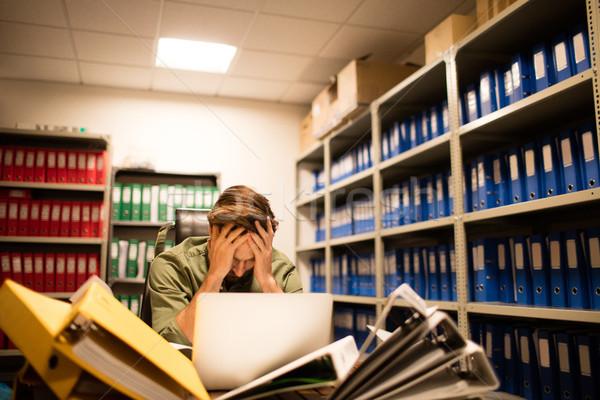 Frustrado empresário arquivos laptop Foto stock © wavebreak_media