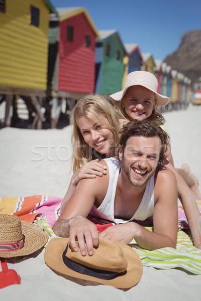 Portré boldog család együtt pléd tengerpart napos idő Stock fotó © wavebreak_media