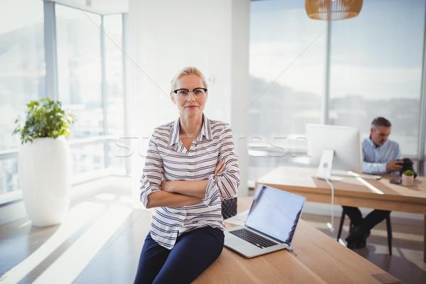 Portré igazgató ül keresztbe tett kar asztal iroda Stock fotó © wavebreak_media