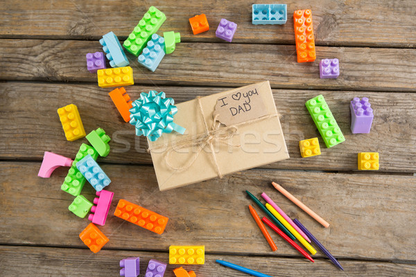 Kilátás építőkockák ajándék doboz fa asztal fa oktatás Stock fotó © wavebreak_media