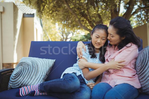матери дочь расслабляющая диване за пределами домой Сток-фото © wavebreak_media