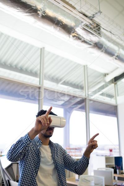 Mannelijke uitvoerende virtueel realiteit hoofdtelefoon kantoor Stockfoto © wavebreak_media