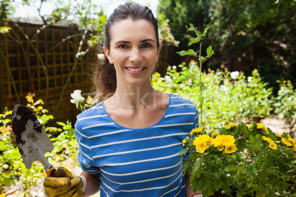 Portret glimlachend mooie vrouw bloei pot Stockfoto © wavebreak_media