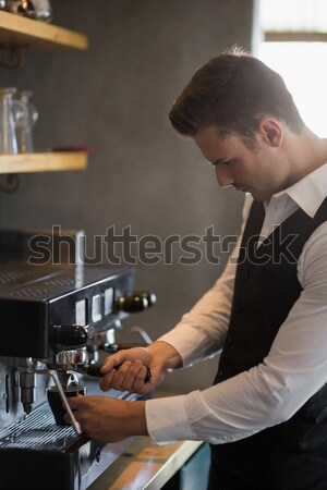 Pincér laptopot használ pult étterem nő internet Stock fotó © wavebreak_media