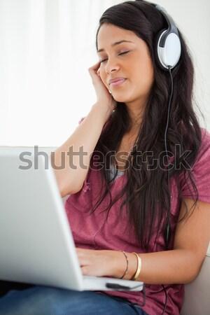 Sorridente feminino executivo fone secretária escritório Foto stock © wavebreak_media
