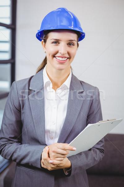 портрет улыбаясь женщины архитектора Постоянный здании Сток-фото © wavebreak_media