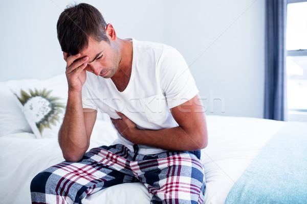 若い男 座って 胃 痛み ベッド ベッド ストックフォト © wavebreak_media