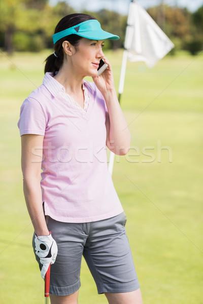 Golfozó nő beszél telefon áll mező Stock fotó © wavebreak_media