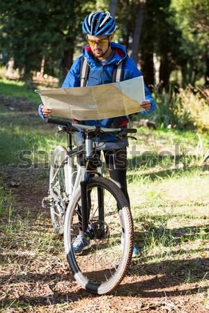 Feminino ciclista ciclismo baixo seção Foto stock © wavebreak_media