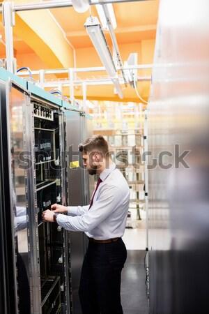 Technikus valóság headset folyosó szerver szoba Stock fotó © wavebreak_media