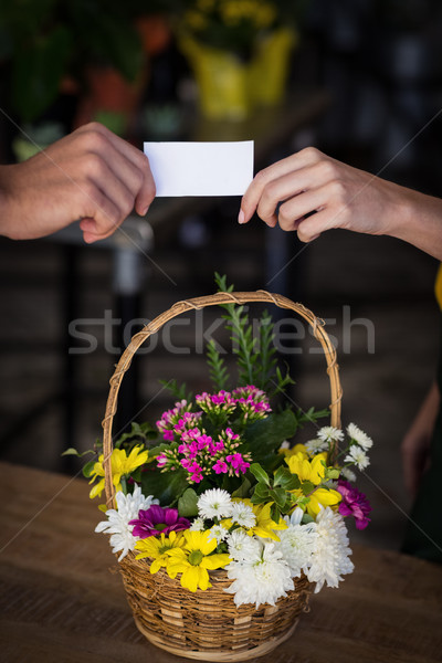 Homme fleuriste carte client homme Photo stock © wavebreak_media