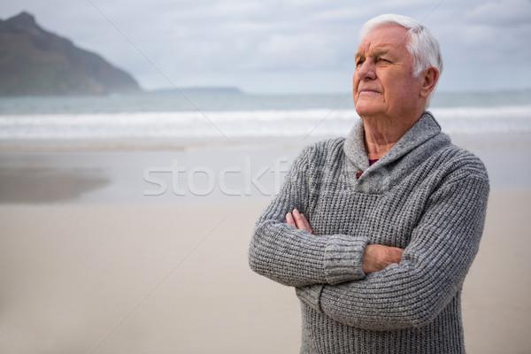Figyelmes idős férfi áll tengerpart szeretet Stock fotó © wavebreak_media