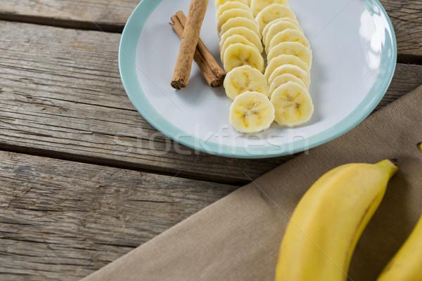 バナナ スライス シナモンスティック プレート 木製のテーブル 食品 ストックフォト © wavebreak_media