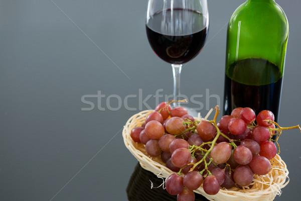 Vermelho monte uvas vidro garrafa Foto stock © wavebreak_media