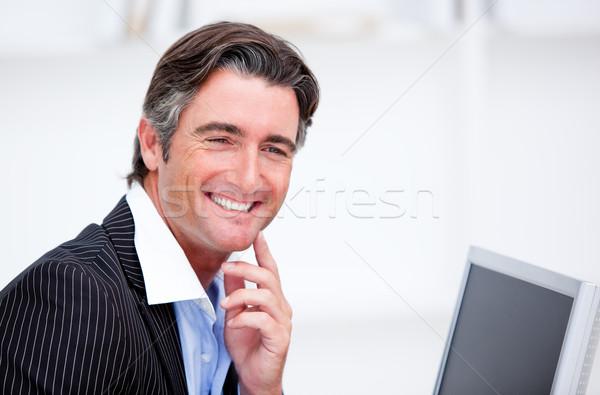 Uśmiechnięty biznesmen pracy komputera biuro pracownika Zdjęcia stock © wavebreak_media