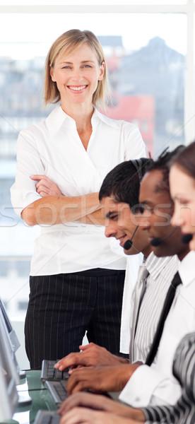 Foto stock: Brilhante · feminino · líder · equipe · call · center · negócio
