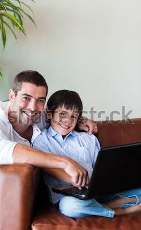 Foto d'archivio: Padre · aiutare · figlio · compiti · per · casa · uomo · lavoro