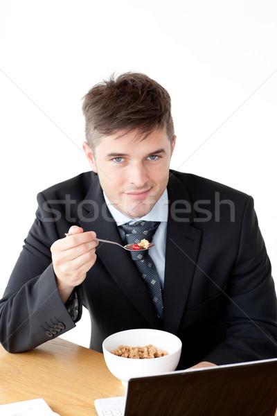 очаровательный бизнесмен используя ноутбук завтрак домой бизнеса Сток-фото © wavebreak_media