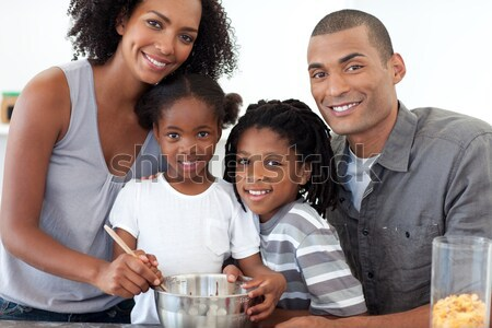 Familie eten popcorn home gezicht Stockfoto © wavebreak_media
