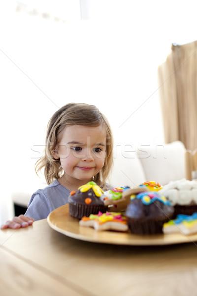 Kislány néz színes cukrászda otthon család Stock fotó © wavebreak_media