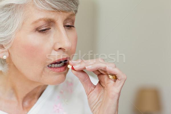 Malade supérieurs femme pilules maison Photo stock © wavebreak_media
